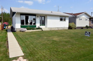 Beautiful FURNISHED Home in Snow Lake Manitoba