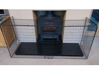 Clippasafe Extendable Fireguard in Black