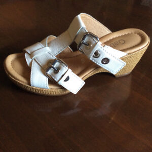New Without Tags-Women's Gabor Sandals From Beckers-Size 6.5