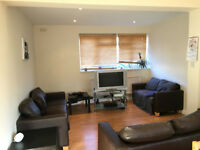Luxurious En-suit Double Bedroom + Wifi + Cleaner available immeaditly