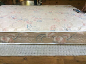 Box spring and matress (queen)