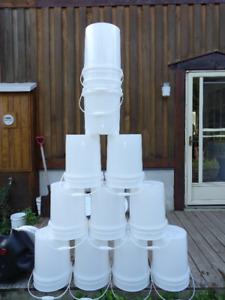 5 gallon pails with lids