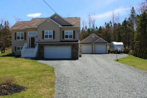 QUALITY EXECUTIVE HOME IN COUNTRY SETTING