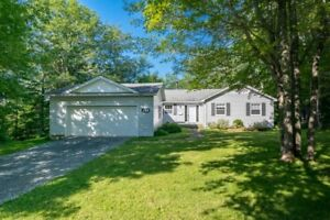 Spacious Lakeview Bungalow w/ 5 beds, 2.5 Baths