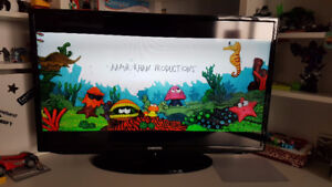 "Samsung 32"" LED Smart TV in EXCELLENT CONDITION"