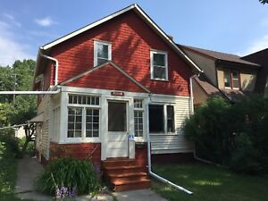 Students very welcome:  rooms /rent near University of Alberta
