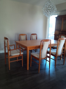 Teak Dining Room Table & 6 Chairs (expandable table)