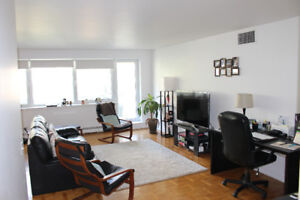 Bright and Spacious 3 1/2 on Drummond and Sherbrooke - Sep 01 (L