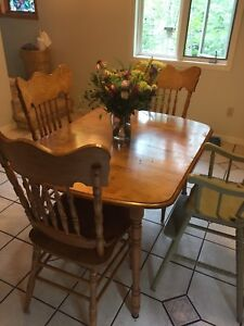 Dining table & 4 chairs *gone ppu*