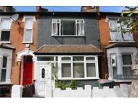 2 bedroom house in Frinton Road, London, E6 (2 bed)