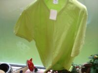 Green T-Shirt --medium---New!