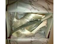 BRAND NEW IN BOX Rainbow couture designer Wedding Bridal Dyeable shoes Perov size 5