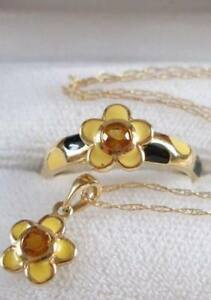 Young ladies solid yellow gold and enamel bee flower ring set