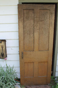 SOLID WOOD VINTAGE 4 PANEL DOOR WITH ORIGINAL THUMBNAIL LATCH