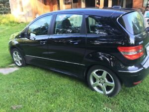 2011 Mercedes-Benz B200 TURBO AMG pkg with Pano Roof
