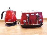 De'Longhi red kettle and toaster set