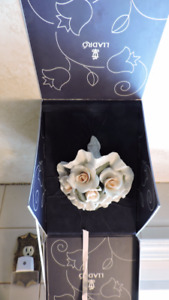 Delicate Lladro Porcelain Bridal Bouquet in Original Box