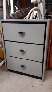 COMMODE GRISE 5$