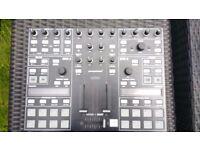 Serato / Traktor DJ Midi controller - Novation twitch