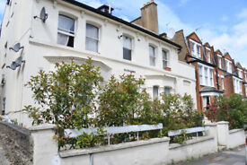 Great three bedroom property with three double bedroom located on a prime road in Muswell Hill