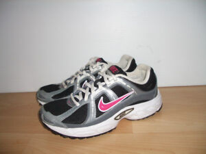 """"""""""" NIKE compete 2 """""""" sneakers / runners --- size 6 US / 23 cm"""