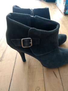 Kenneth Cole Booties 8.5 wide