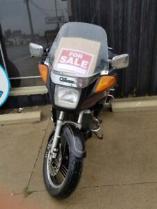 1986 Venture Royale 1300 CC Motorcycle, with parts included.