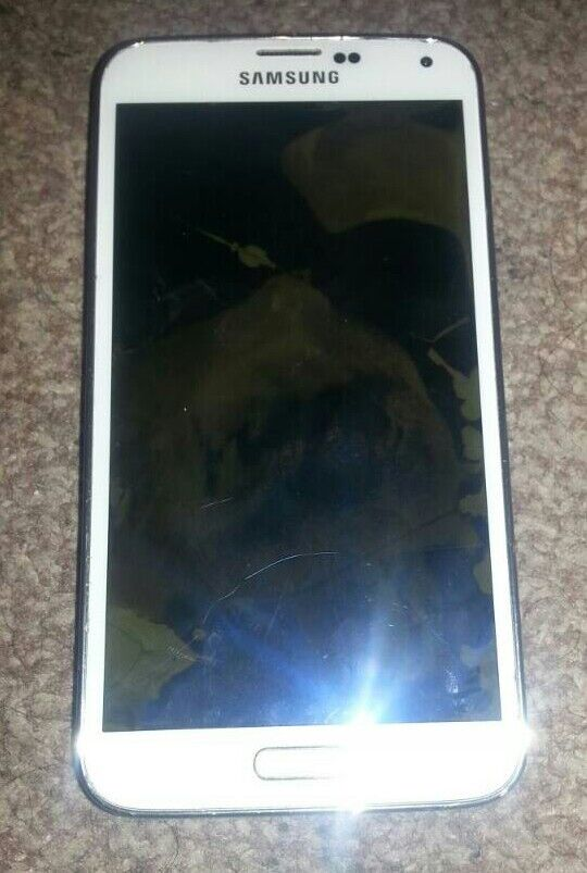Galaxy s5 broken screenin Sandwell, West MidlandsGumtree - Samsung s5 for sale 16gig unblock to all networks 1spare battery with it