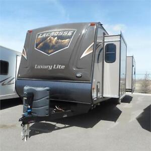 MAKE SOME MEMORIES IN THE 2015 LACROSSE 327 RES TRAVEL TRAILER