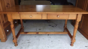 solid pine harvest dining table in good cond