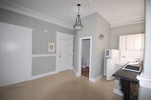 444RENT- Great Downtown Bachelor! Available Sept 1st!