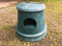 Hay Hutch Outdoor hay feeder for horses.