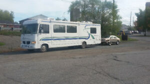 1999 Hurricane RV MotorHome with car ad dolly