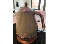 Delonghi icona vintage jug kettle pale green