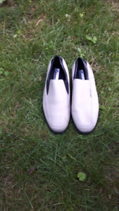 NEW ladies size 8 GOLF SHOES