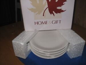 Brand New Home & Gift Luncheon Plates