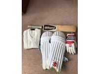 Junior Size 4 on hand cricket bat + accessories