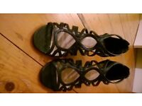 New look black strappy sandals size 5
