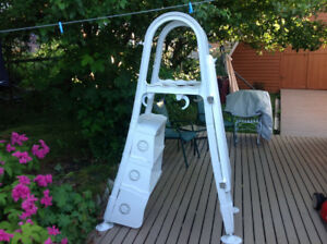 Above ground privacy pool ladder