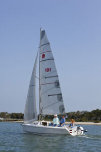 2011 Hunter 22 Sailboat