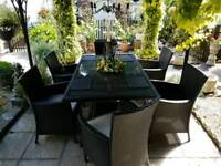 Quality Ratton set table with 6 chairs very good condition