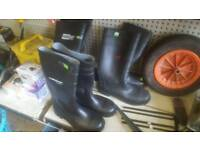 Work boots metal toe cap and steel toe vapped wellies