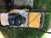 Petrol lawnmower with briggs and Stratton engine