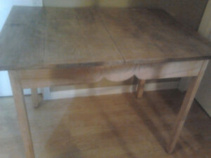 Table style antique