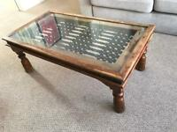 Beautiful Solid Wood Coffee Table Decorative Metal Work with Glass Top