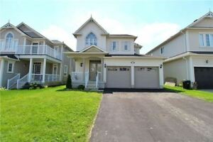 *Newly Renovated! 4+2 Bedroom Detached Home on fenced 40 ft lot*