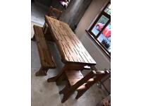 SOLID WOOD TABLE IN MINT CONDITION