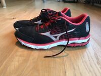 Mizuno trainers / running shoes size 7.5