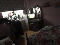 Flat in London 3 bedroom for 1/2 bedrooms outside of London with own garden