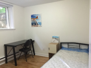 a quiet bedroom with free parking at south end best for students